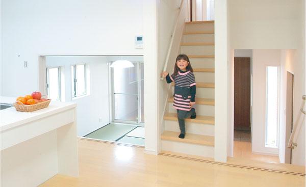 コミニュケーションを自然に育むリビング階段